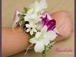 Bransoleta kwiatowa wykonana z białych i różowych storczyków dendrobium, ornitogalum