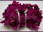 kwiatowa poduszka na obrączki wykonana z  różowego storczyka dendrobium