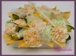 kwiatowa poduszka na obrączki wykonana z płatków lilii oraz goździka