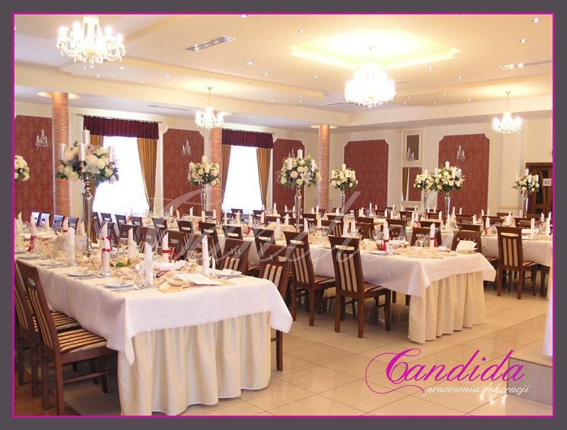 dekoracja stołów gości, świeczniki z 5 świecami