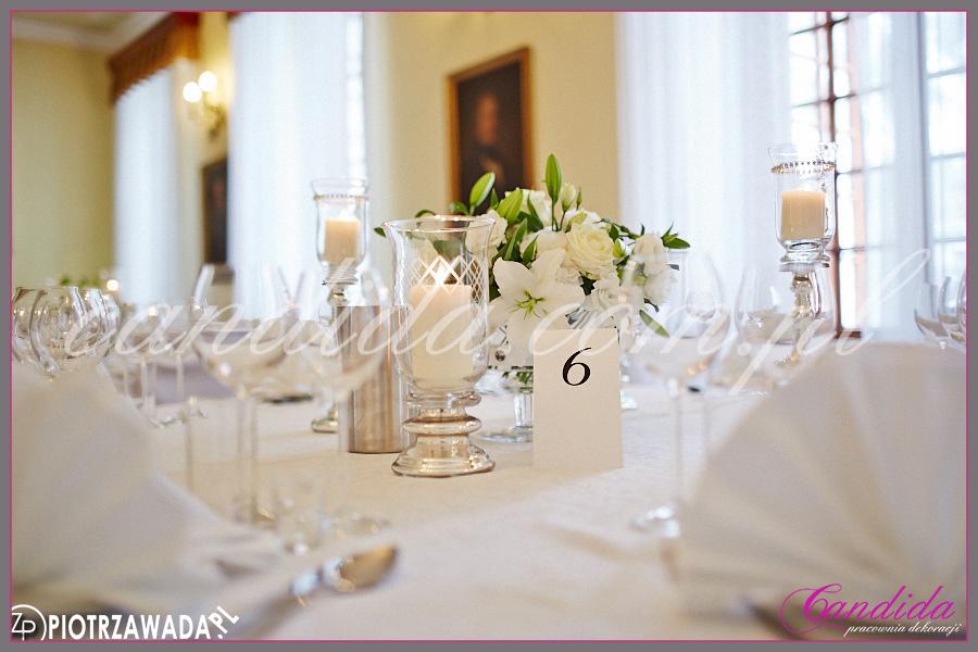 kwiatowa dekoracja stołu weselnego