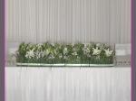 Dekoracja stołów z trawy, lilii, mieczyków