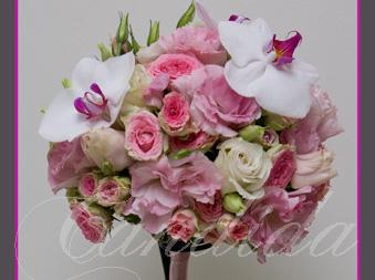 Wiązanka ślubna z różowych róż, różowej eustomy, storczyka phalenopsis