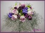 Wiązanka ślubna z fioletowych róż, fioletowych tulipanów, pąków lilii, limonium
