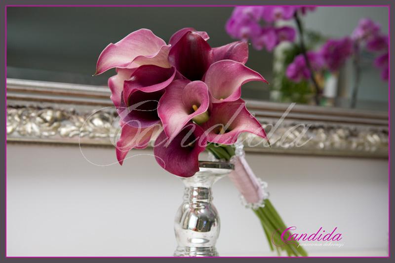 Wiązanka ślubna z cantedeskii typ arm bouquet