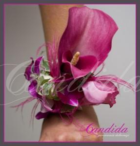 Bransoleta kwiatowa wykonana z cantedeskii, eustomy i storczyka