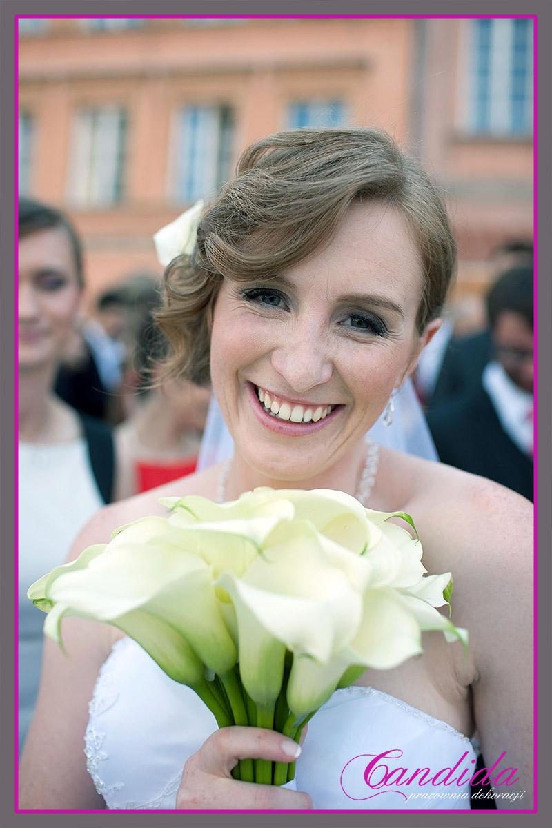 wiązanka ślubna z cantedeskii, bukiet ślubny, dekoracje weselne w hotelu Boss