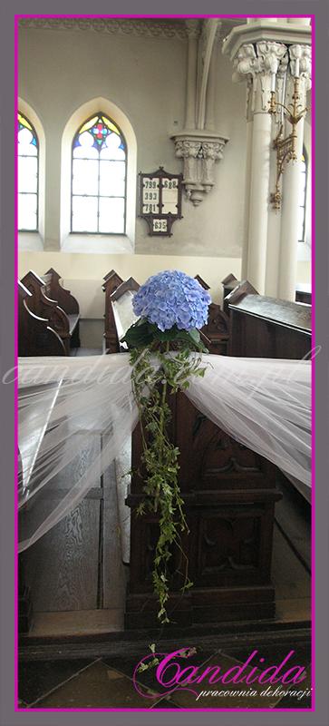 dekoracja ślubna kościoła, dekoracje ślubne ławek bocznych