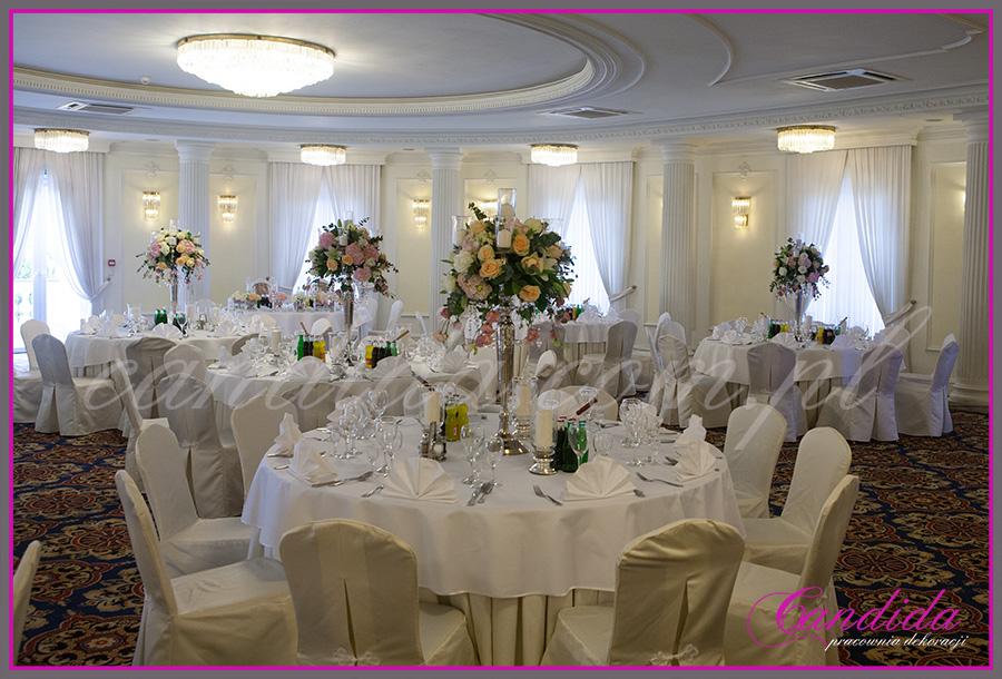 dekoracje weselne w pałacyku w Otrębusach, dekoracje sali weselnej, wesele w Otrębusach