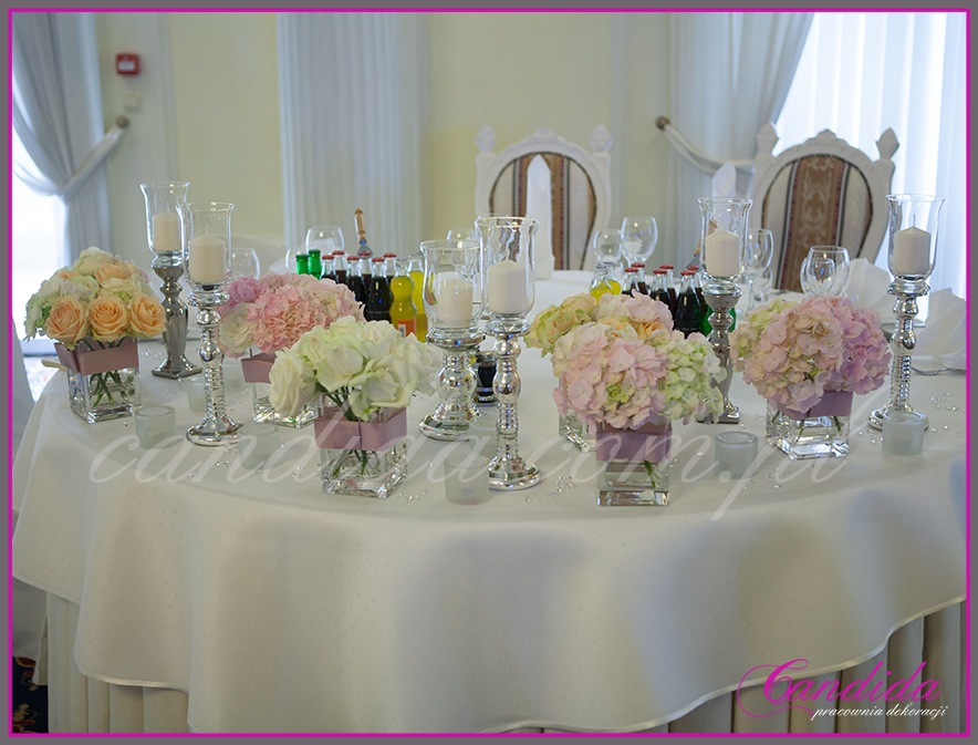 wesele w Otrębusach, dekoracja stołu Młodej Pary, świeczniki