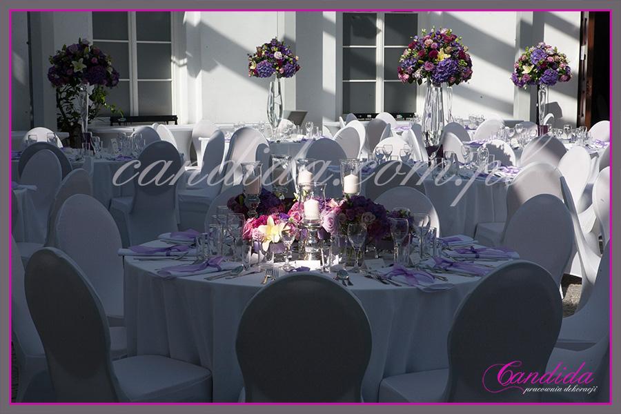 dekoracje kwiatowe sali weselnej - FORT Sokolnickiego, fioletowe kompozycje, Candida pracownia dekoracji Grażyna Góska tel. +48504055969 candida@candida.com.pl