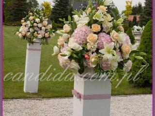 ślub w plenerze dekoracje kwiatowe ślubu w plenerze w Otrębusach 2