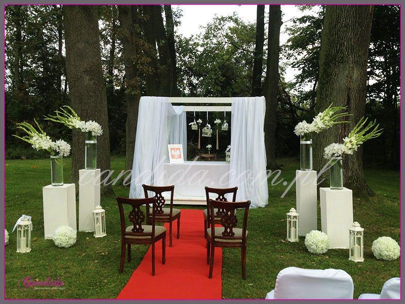 ślub w plenerze dekoracje kwiatowe ślubu w plenerze w Dworze Radzin 8