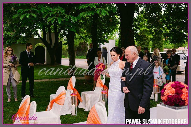 ślub w plenerze dekoracje kwiatowe ślubu w plenerze w Villa Park Julianna 15