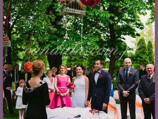 dekoracje kwiatowe ślubu w plenerze w Villa Park Julianna 16