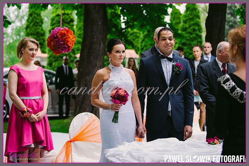 dekoracje kwiatowe ślubu w plenerze w Villa Park Julianna 17