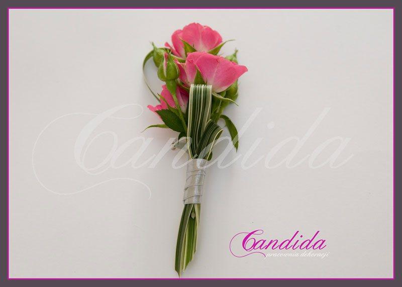 Butonierka dla Pana Młodego wykonana z róży gałązkowej, trawy ozdobnej, butonierki 6