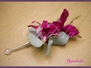 Butonierka dla Pana Młodego wykonana z różowego storczyka dendrobium, eukaliptusa, butonierki 20