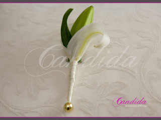 Butonierka dla Pana Młodego wykonana z białej lilii, butonierki 23