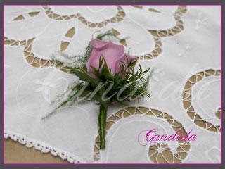 Butonierka dla Pana Młodego wykonana z różowej róży, asparagusu, butonierki 24