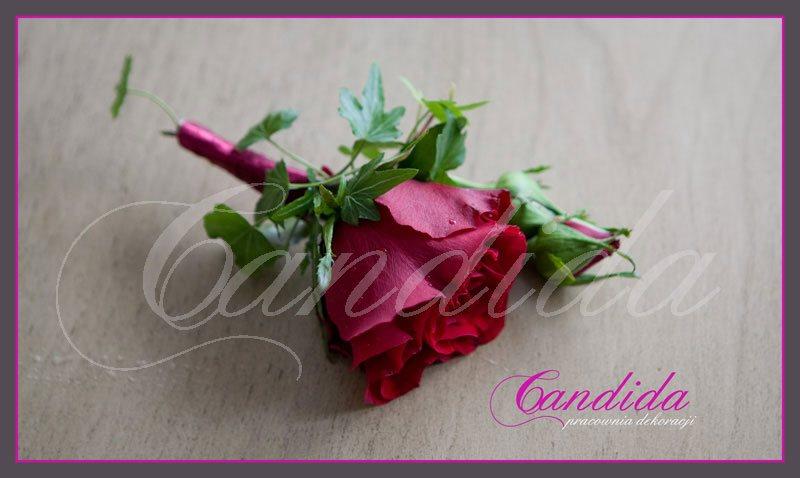 Butonierka dla Pana Młodego wykonana z czerwonej róży, hedery, butonierki 36