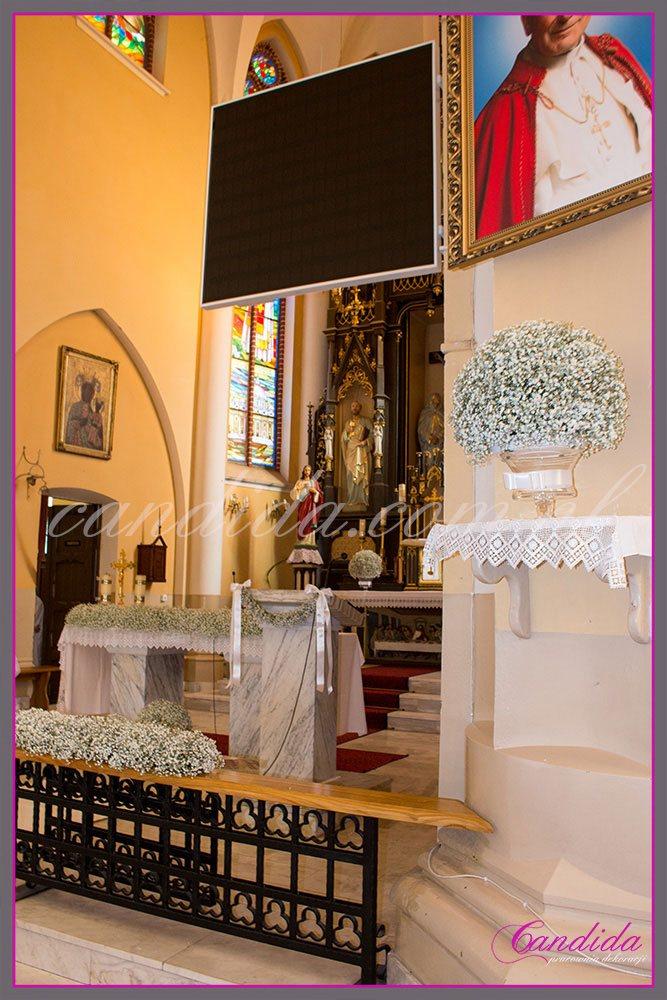 dekoracja kościoła z gipsówki, kule z gipsówki, dekoracja ołtarza, dekoracja tabernakulum z gipsówki