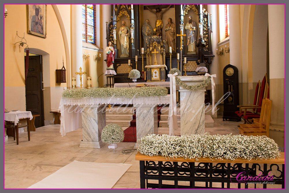 dekoracja kościoła z gipsówki