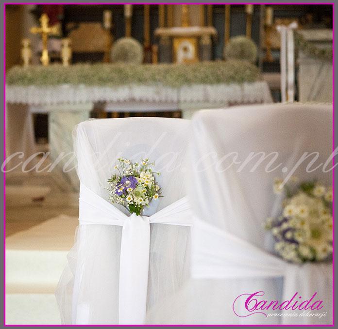dekoracja krzeseł i klęczników Młodej Pary