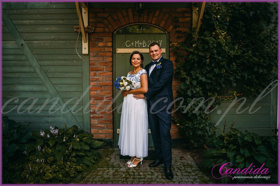 ślub i wesele w kolorze kobaltowym, wiązanka ślubna, bukiet ślubny