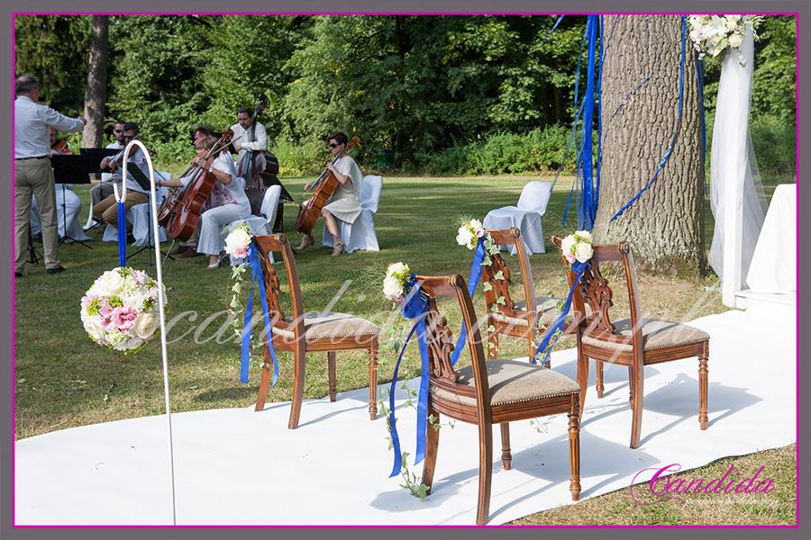 dekoracje ślubne plenerowe, ślub w plenerze, kwiaty do ślubu, dekoracje ślubne krzeseł, dekoracja drzew