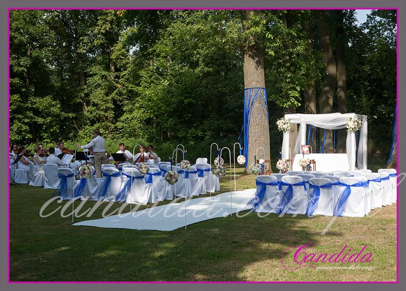 dekoracje ślubślub w plenerze w Dworze Radzin,dekoracje ślubne plenerowe