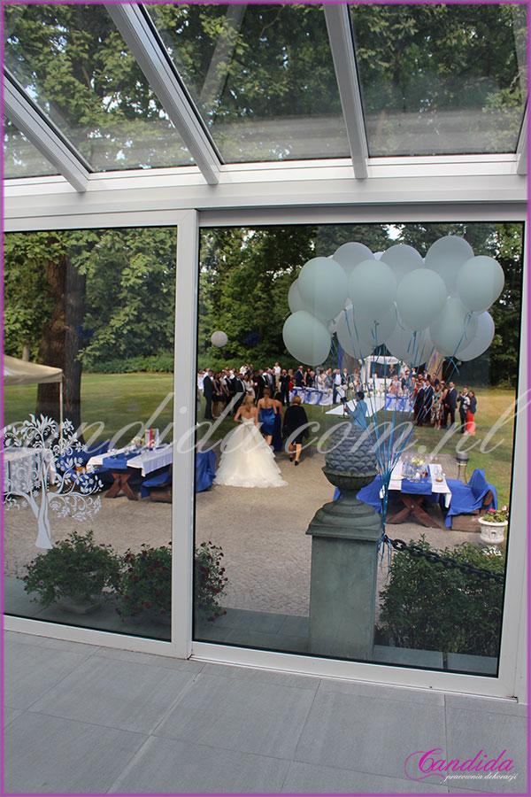 Dwór Radzin, widok z patio na ślub w plenerze, dekoracje ślubne plenerowe, ślub w plenerze, kwiaty do ślubu