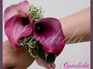 Bransoleta kwiatowa wykonana z cantedeskii