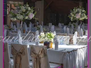 dekoracja sali weselnej w hotelu Boss, dekoracja kwiatowa, kompozycje kwiatowe z hortensji, storczyków, róż, eustomy, lilii, tulipanów 5