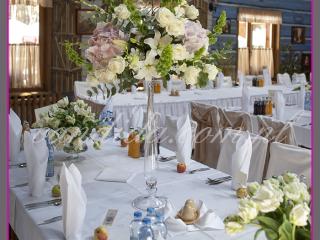 dekoracja sali weselnej w hotelu Boss, dekoracja kwiatowa, kompozycje kwiatowe z hortensji, storczyków, róż, eustomy, lilii, tulipanów 2