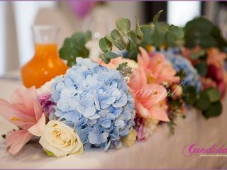 dekoracja stołu Młodej Pary w hotelu Brant, kompozycja kwiatowa, dekoracje weselne