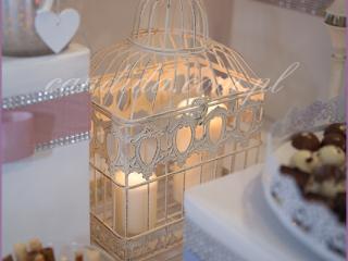 dekoracja candy baru w hotelu Brant, świece w klatce