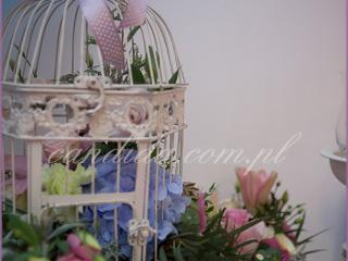 dekoracje weselne hotel Brant, Candy Bar, kompozycja kwiatowa w klatce