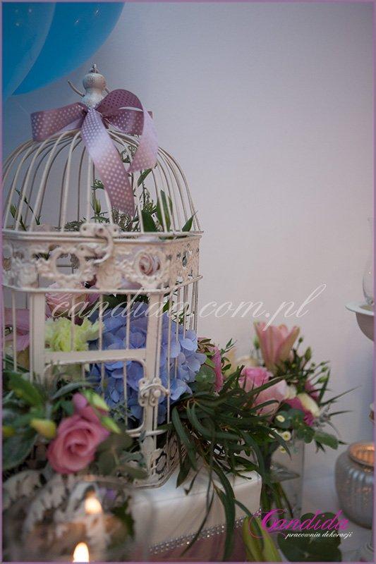 kwiatowe dekoracje wesela w hotelu Brant, kwiaty w klatkach, Candy Bar