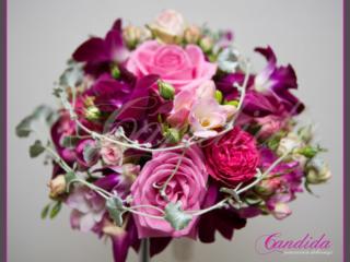 Wiązanka ślubna wykonana z różowej róży, storczyka dendrobium i frezji