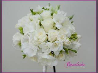 Wiązanka ślubna z róży, białej frezji, białej eustomy, bukiety ślubne, wiązanki ślubne