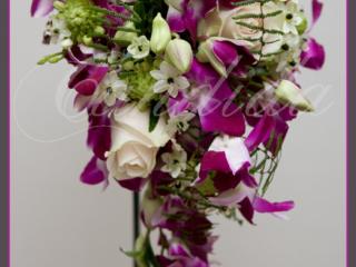 Wiązanka ślubna z róż, ornitogalum, różowego storczyka dendrobium