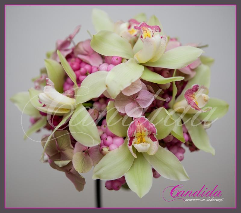 Wiązanka ślubna ze śnieguliczki, storczyka cymbidium
