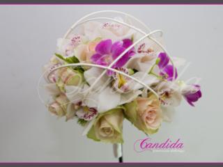 Wiązanka ślubna z róż, storczyka białego cymbidium, różowego storczyka dendrobium
