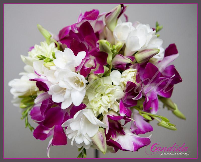 Wiązanka ślubna z pistacjowego goździka, białej frezji, storczyka dendrobium