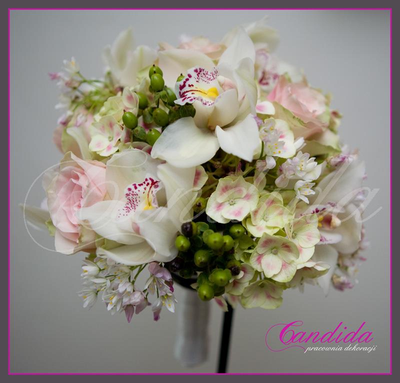 Wiązanka ślubna z hortensji, storczyka cymbidium, hypericum, czosnku ozdobnego
