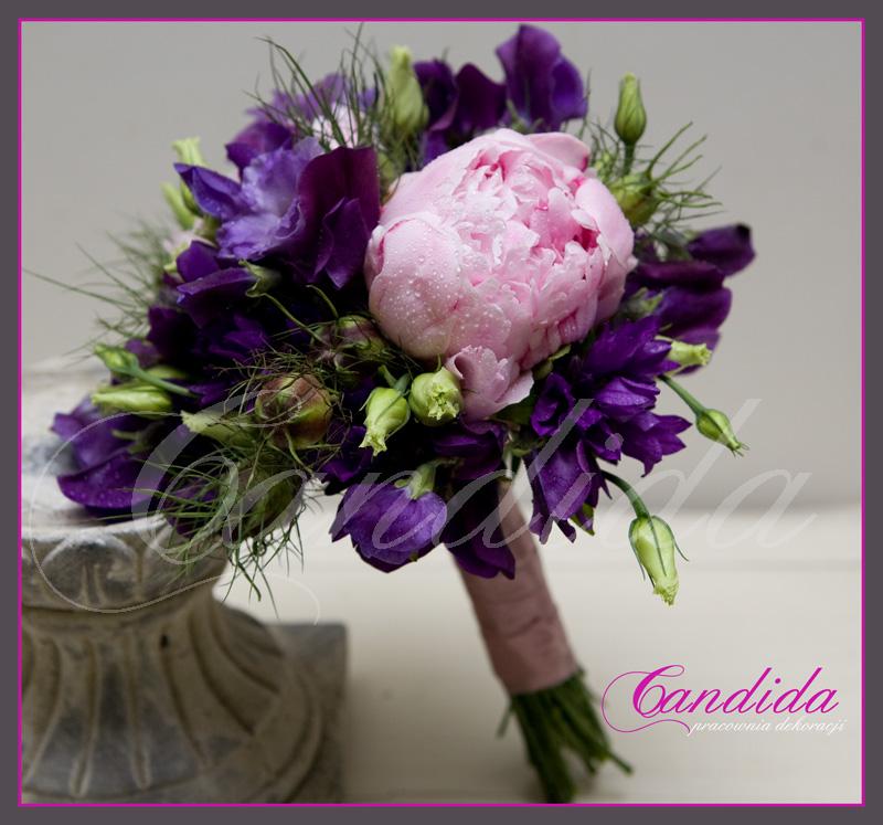 Wiązanka ślubna z różowej piwonii, groszku pachnącego, nigelii, fioletowej eustomy, bukiet ślubny, wiązanki ślubne, bukiety ślubne