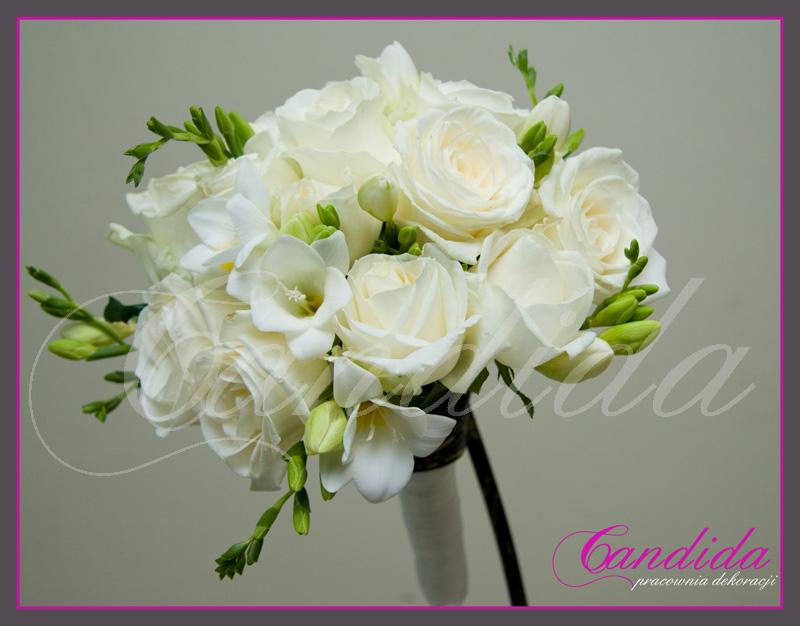 Wiązanka ślubna z białych róż i białych frezji