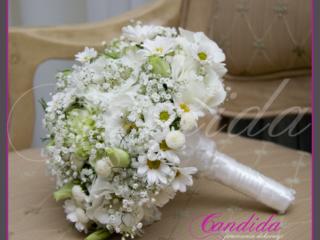 Wiązanka ślubna z białej eustomy, margerytki, tanacetum, pistacjowego goździka