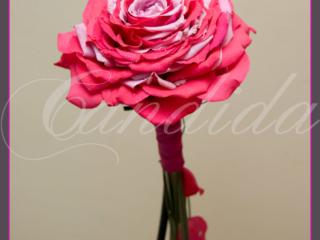 Wiązanka ślubna, kameliowa z róży, rozamelia- typ arm bouquet